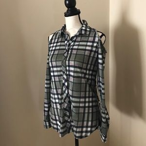Polly & Esther Tops - NWT PLAID OPEN SHOULDER BUTTON UP TOP