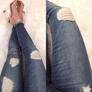 Denim - ⚫️ LAST 3 // Medium Wash Distressed Jeans