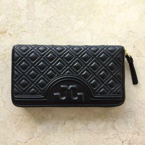 Tory Burch Handbags - Tory Burch Fleming Zip Wallet in Black NWT