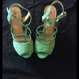 EUC Madison by Shoedazzle Wedges in Kelly Green