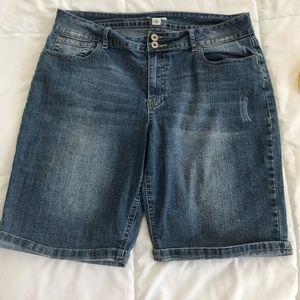 Cato Pants - Cato 14 stretchy medium wash jeans shorts long ins