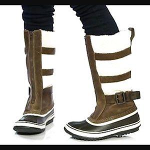 Sorel Shoes - Sorel Helen of Tundra snow boot. Size 9
