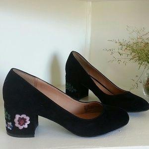 Nanette lepore black embroidered mod kitten heels
