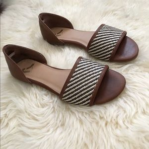 Cute flat sandals perfect for vacation!