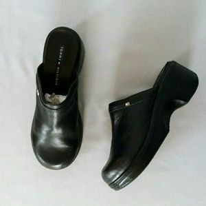 Tommy Hilfiger Shoes - 💋 New Tommy Hilfiger leather black clogs