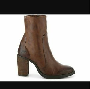 brusque Shoes - Genuine brown leather ankle boot block heel almond