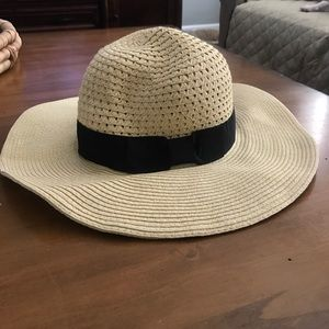 August Hats Accessories - Sun hat with black ribbon