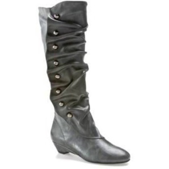 d77a6499d6c BRAND NEW Madden Girl Zaney grey boots in size 8.5