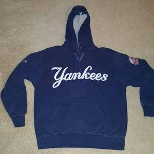 Majestic Tops - Womens New York Yankees Sweatshirt