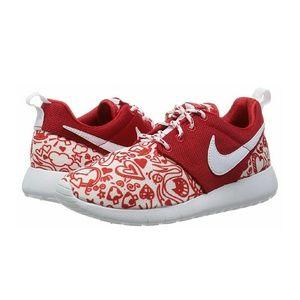 Nike Shoes - NIB Nike Roshe sz 8.5 (6.5 youth)