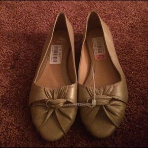 Nurture by Lamaze Shoes - Beige flats - never worn, still with tags.