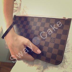 Louis Vuitton Handbags - Rose Ballerine Louis Vuitton Damier Ebene Pochette
