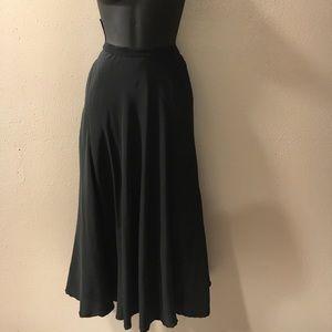 Saks Fifth Avenue Dresses & Skirts - Saks Fifth Avenue vintage Midi silk skirt