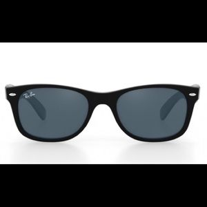 RAY-BAN Black Wayfarer Sunglasses with case
