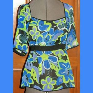 capacity unlimited Tops - CAPACITY UNLIMITED blue loral short sleeve blouse
