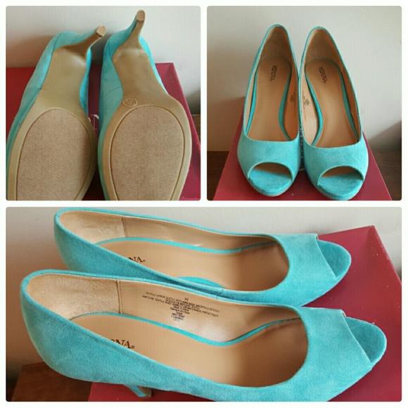 Merona Shoes - Turquoise Peep toe pumps