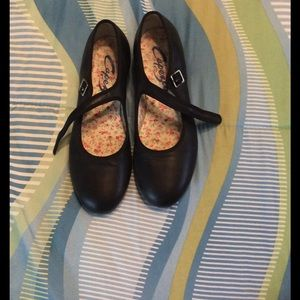 Capezio Shoes - Caperzio women's tap shoes