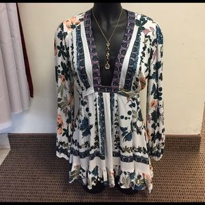 Free People Tops - 🎉SALE-PRICE FIRM🎉 Free People Floral Tunic
