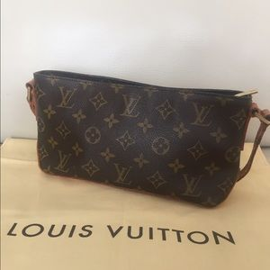Louis Vuitton Handbags - 💯Authentic Louis Vuitton Trotteur cross body bag