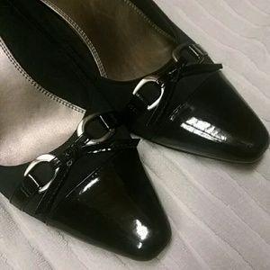 Kelly & Katie Shoes - Navy kitten heel pumps