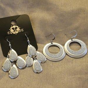 Jewelry - Set of 2 Dazzled Earrings