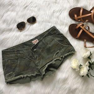 🖤✂️FINAL CUT✂️ Camo Short Shorts