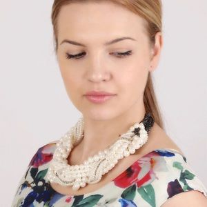 HWL Boutique Jewelry - Twisted pearl necklace