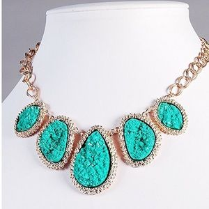Jewelry - Beautiful Dark Green Stone Chunky Necklace !!