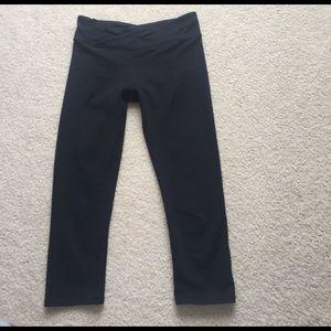 Fabletics black cropped leggings