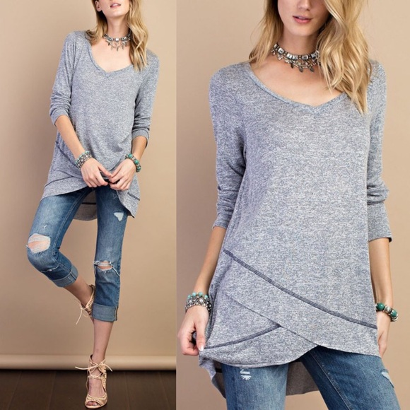 Bellanblue Tops - 🚨1 HR SALE🚨JOSIE loose fit solid tunic top -NAVY