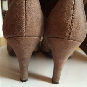 Kenneth Cole Reaction Shoes - Pre-loved Kenneth Cole Reaction suede boots