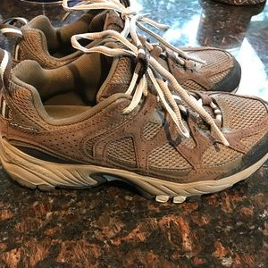 brown and baby blue Columbia hiking shoes size 7