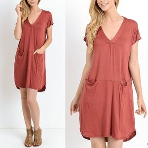 ARANA solid v-neck dress w/ pockets - MARSALA