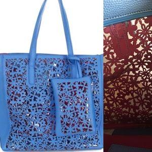 Pink Haley Handbags - 🌟Host Pick🌟Super Cute Blue Pink Tote  w/wristlet