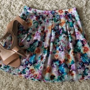 hinge Dresses & Skirts - NWOT printed mini skirt by hinge