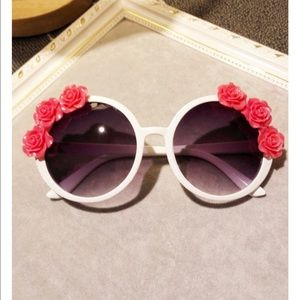 Nasty Gal Accessories - Rosechild sunglasses