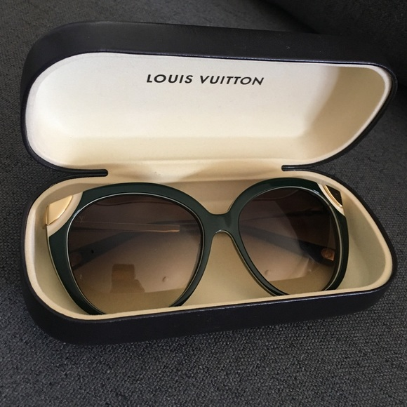 6ed0e62ce0673 Louis Vuitton Accessories - Louis Vuitton Amber sunglasses   Hunter Green