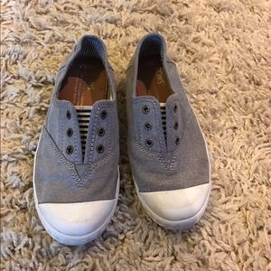 TOMS Other - youth toms Slip on tennis shoes