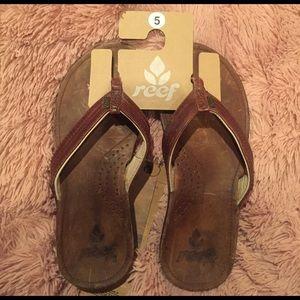 Reef Shoes - Reef flip flops size 5
