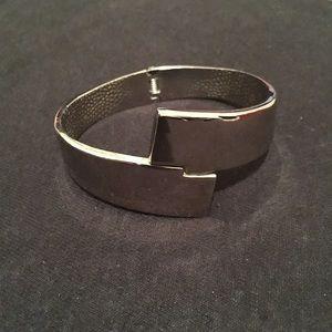 Silver bangle bracelet with hinge