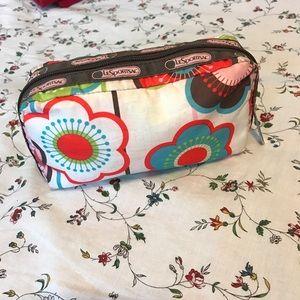 LeSportsac Handbags - 💠 4/$20 SALE LeSportsac cosmetic bag