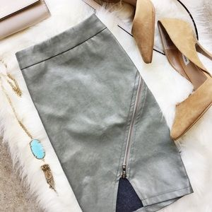 LF Faux Leather Zipper Skirt