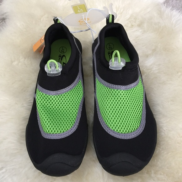 2ae483b8e59a Boys water shoes. Size L 4-5
