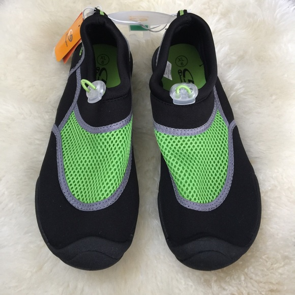 9acc4d26856f Boys water shoes. Size XL 6