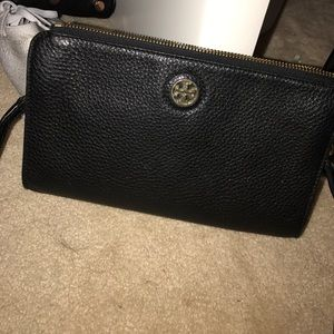 Tory Burch Robinson Crossbody Wallet