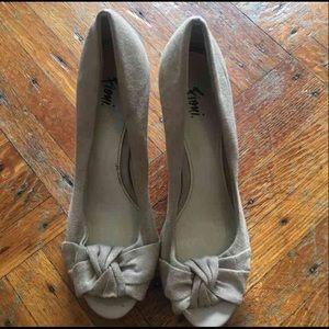 Suede pumps open toe