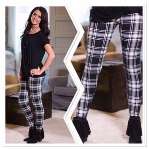 Pants - ✨2 for 35 Sale✨Plaid knit leggings OS