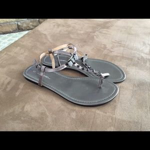 C. Label Shoes - Women's Size 10 Pewter Bow Sandals