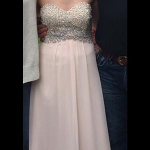 Betsy & Adam Dresses - Beautiful prom dress !