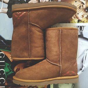 9f7bc1788cb | NWOT | ugg | classic short rustic weave boot